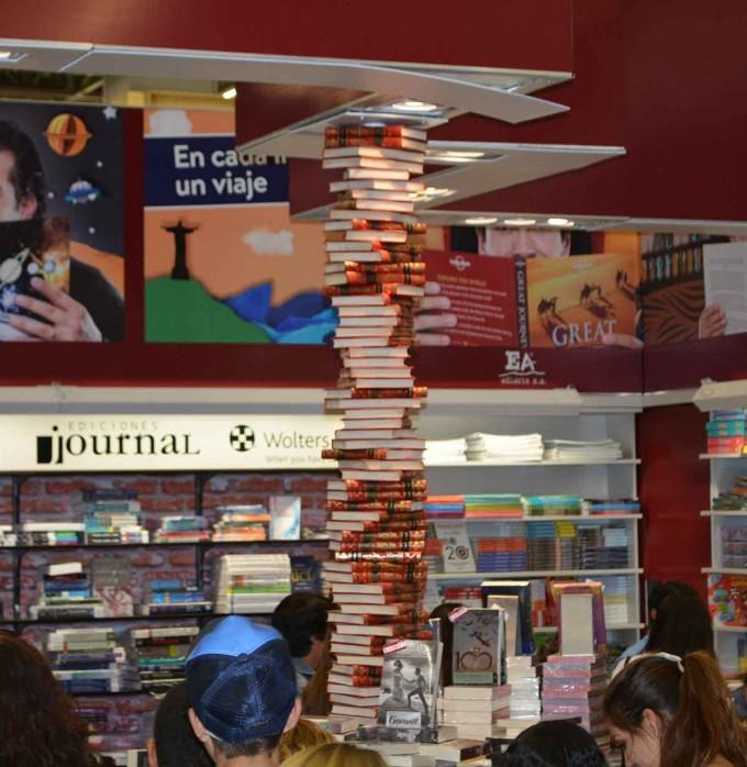 І знову книги, книги, книги. Багато книг!