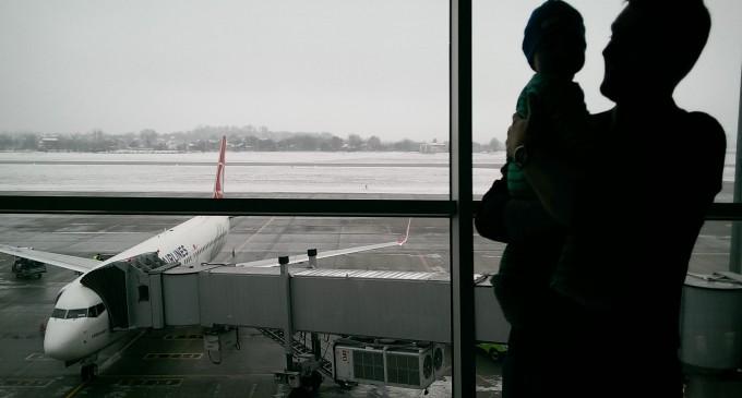 Політ з дитиною (6 місяців)